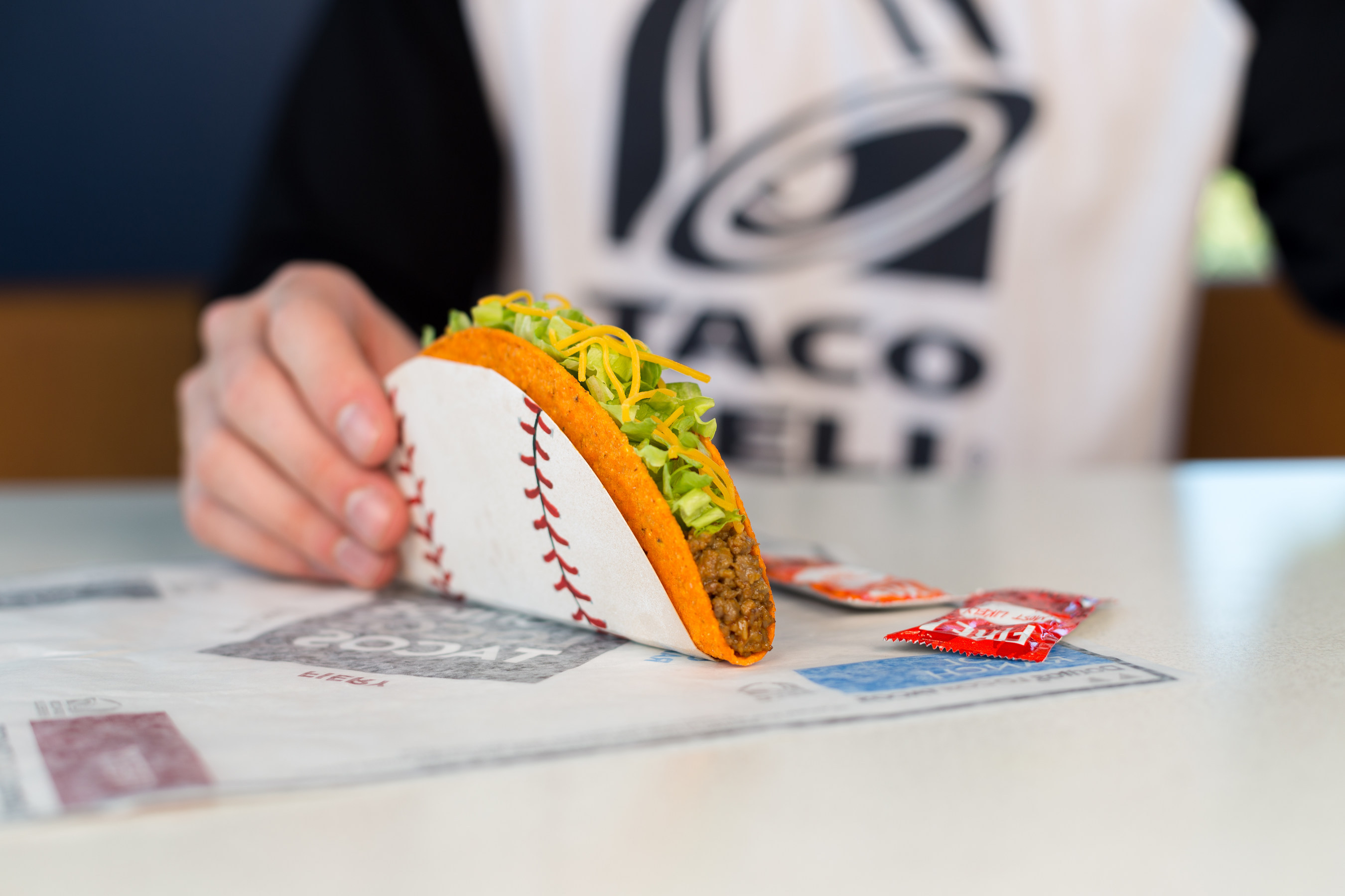 Taco Bell 'steal a base' promo back for World Series